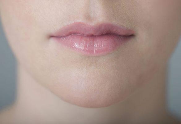 Der pickelchen lippe auf Lippe angeschwollen